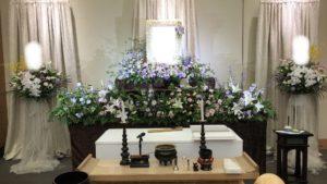一日葬儀の花祭壇