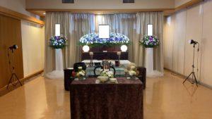 自宅での葬儀の花祭壇